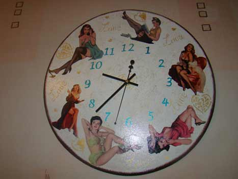 Часы в стиле пин-ап
