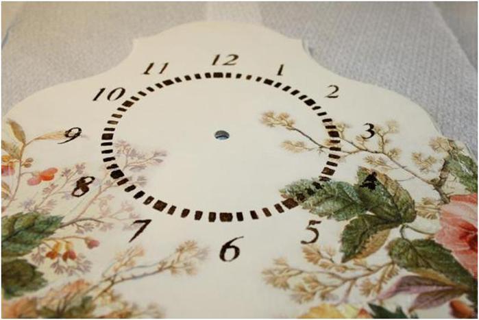 Декупаж часов цветами