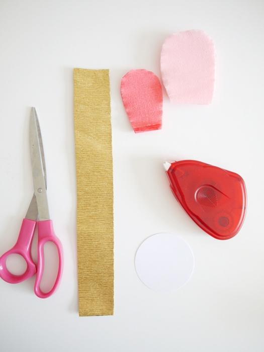 Как сделать из бумаги розу без ножниц и клея легко