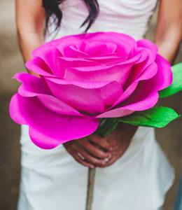 Большая бумажная роза