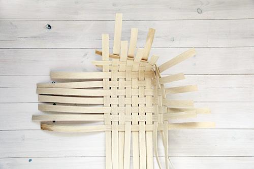Плетенная корзина из тростника