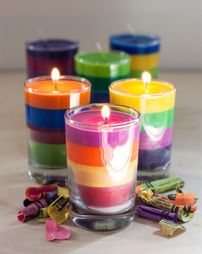 Яркая полосатая свеча
