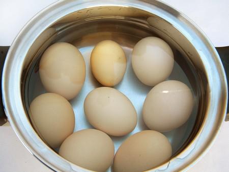 Декорируем яйца цветной скорлупой