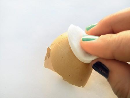 Декорируем яйца яичной скорлупой