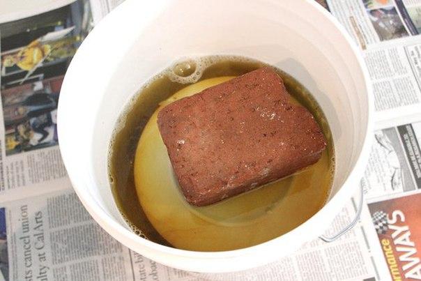 Топиарий из отбеленных еловых шишек